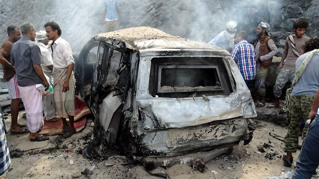 Schwer heimgesuchter Jemen: Ein anderer Bombenanschlag in Aden - hier mit einem Auto im Dezember. (Archivbild)