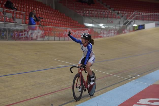 Die Schweizerin Andrea Waldis vom Track Team BE electric, 2012 Juniorenweltmeisterin auf dem Mountainbike und amtierende Schweizer Meisterin Omnium auf der Bahn gewinnt das Rennen.