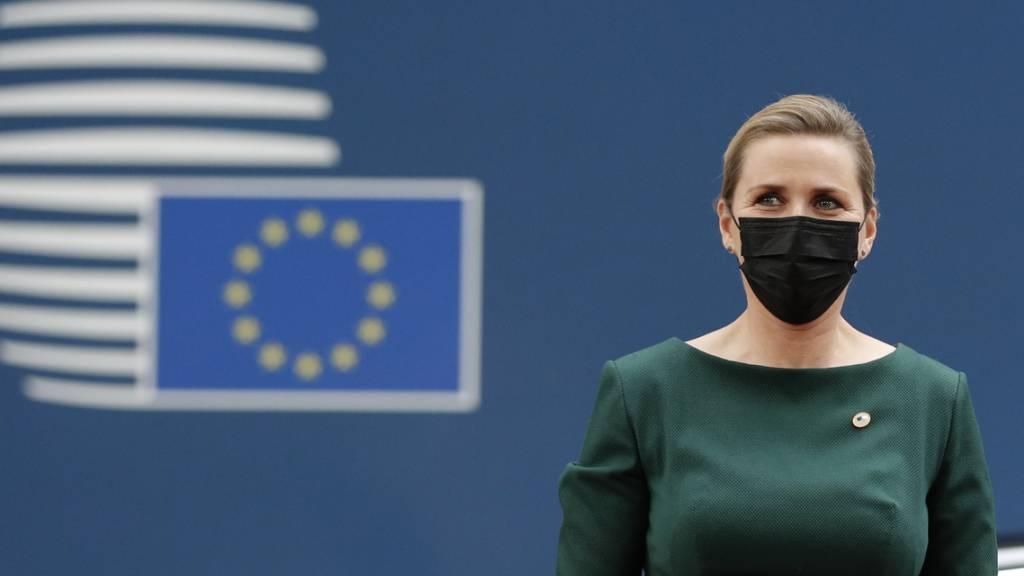 ARCHIV - Mette Frederiksen, Ministerpräsidentin von Dänemark, kommt zum Gipfel der EU-Staats- und Regierungschefs (24.06.2021). Frederiksen hat ein neues Reformpaket vorgestellt, das unter anderem einige Arbeitslose zur gemeinnützigen Arbeit verpflichten soll. Foto: Johanna Geron/Pool Reuters/AP/dpa