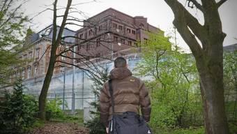 Dieses Gebäude will Amir nie wieder von innen sehen: Die Untersuchungshaft-Anstalt Hamburg. Bastian Heiniger