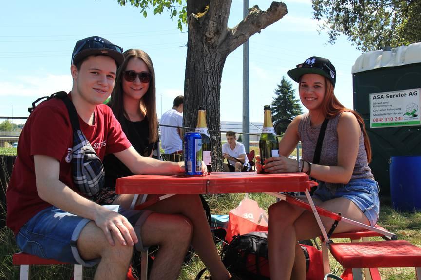 Wollen das komplette VIP-Feeling: Gabriel, Petra und Isabel