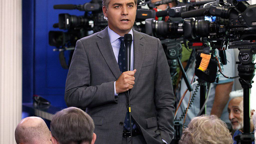 Der US-Fernsehsender CNN hat das Weisse Haus wegen der Aussperrung seines Reporters Jim Acosta (im Bild) verklagt. (Archiv)