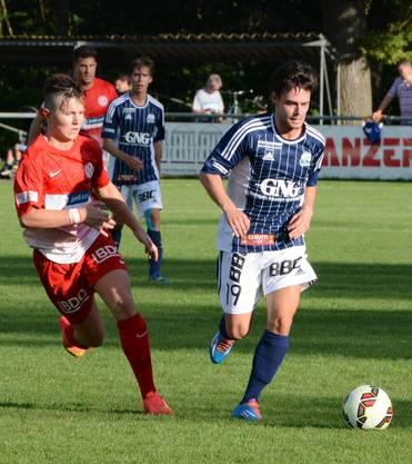 Dietikons Torschütze Marjan Jelec (links) kämpft gegen Florian Eberle um den Ball