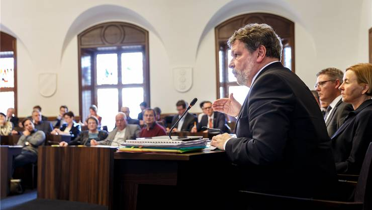 Der Kantonsrat hat ihm zwar noch ein bisschen am Zeug geflickt, aber Finanzdirektor Roland Heim ist glücklich, eine breit abgestützte Fassung für die Umsetzung von Steuerreform und AHV-Finanzierung unter Dach zu haben.