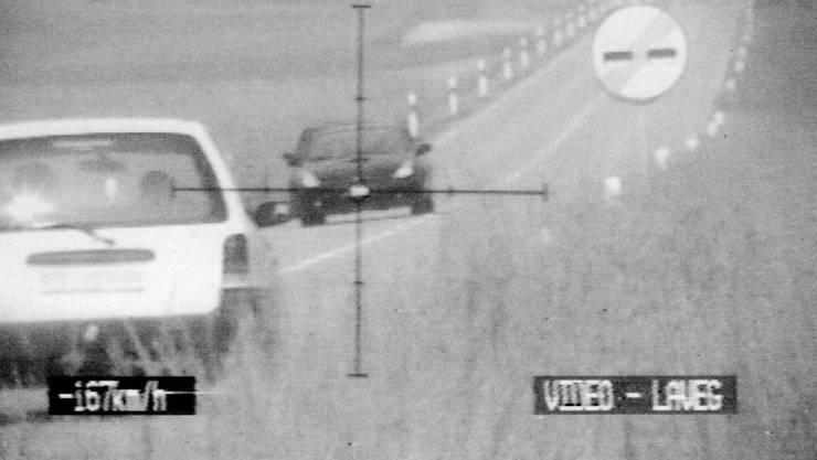 Basler sind Verkehrssünder und somit im Visier der Polizei: Sie geben schweizweit den Führerschein am häufigsten ab. (Symbolbild)