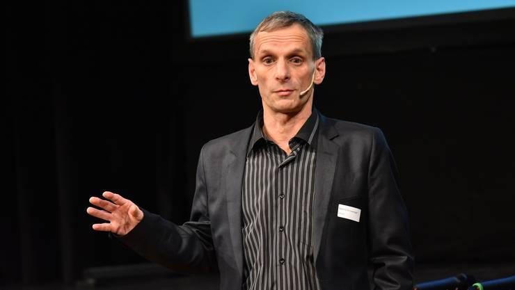 Arbeitet selbst noch an seinem Glück: Referent Mathias Binswanger.
