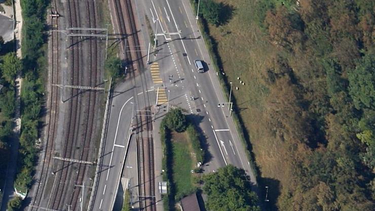 An dieser Kreuzung kam es zu der Kollision zwischen dem Personenwagen und der Frau.