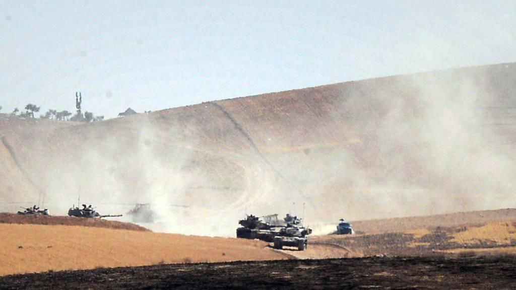 Türkische Panzer bei Dscharablus.