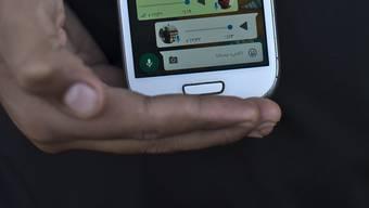 """Kampf gegen """"Fake News"""": Fortan kann im Messengerdienst Whatsapp eine Nachricht nur noch an fünf Empfänger auf einmal weitergeleitet werden. (Symbolbild)"""