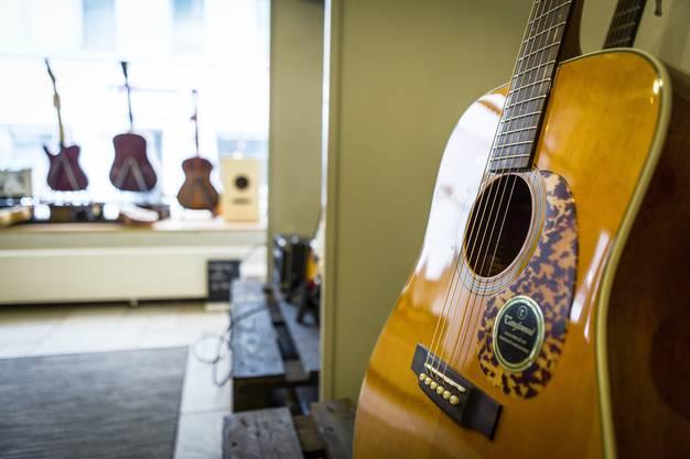 «Unplugged, Gitarren und Service»