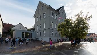 Knapp 6 Millionen Franken sollen in die Schule investiert werden. (Archivbild)