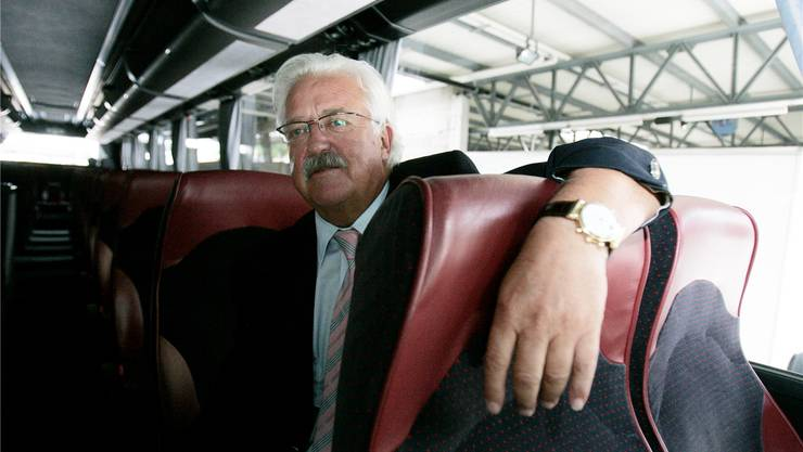 Werner Twerenbold, Reiseunternehmer mit Herz, in einem seiner Reisecars.