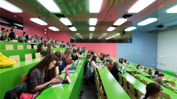 Schweizer Universitäten sind bei Ausländern beliebt. Gaetan Bally/Keystone