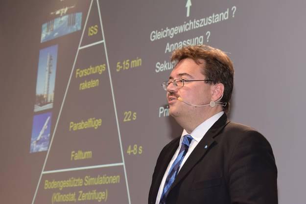 Oliver Ullrich, Leiter Anatomisches Institut Universität Zürich, geht auf die Forschung im All ein