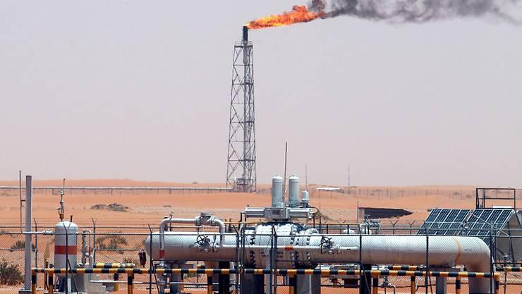 Ölfeld des Staatskonzerns Aramco in der Wüste Saudi-Arabiens bei Khurais 160 Kilometer entfernt von der Hauptstadt Riad. (Archivbild)