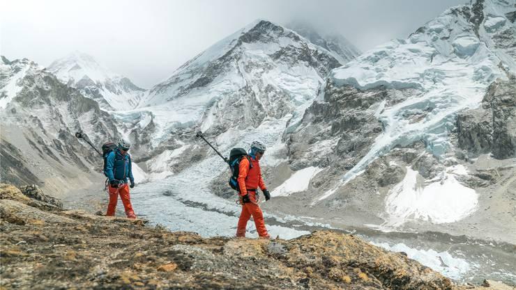 Sherpas schleppten die Kameras auf den Gipfel des Mount Everest.M.Taugwalder