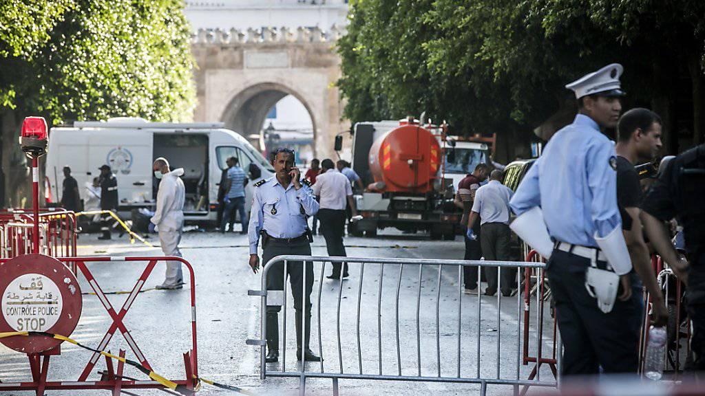 Am Donnerstag explodierten in der Innenstadt von Tunis kurz hintereinander zwei Sprengsätze. Ein Attentäter und ein Polizist starben, acht Menschen wurden verletzt. (Archivbild)
