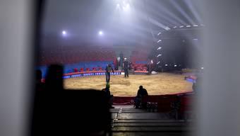 Blick in die Manege, bei einer Probe des neuen Programms vom Zirkus Knie in Rapperswil. Die Premiere vom 19. März muss nun abgesagt werden.