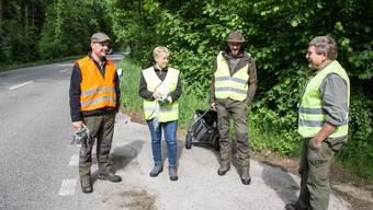 Jagdleiter Bruno Fürst (rechts) gibt die letzten Anweisungen.