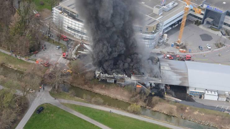 Schmerikon SG, 26. März: Ein Brand hat eine Lagerhalle vollständig zerstört. Es entstand ein Sachschaden von mehr als einer Million.