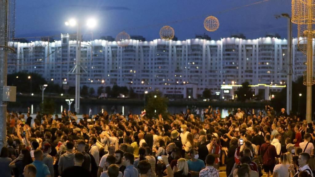 Neue Proteste gegen Lukaschenko trotz Polizeigewalt in Belarus