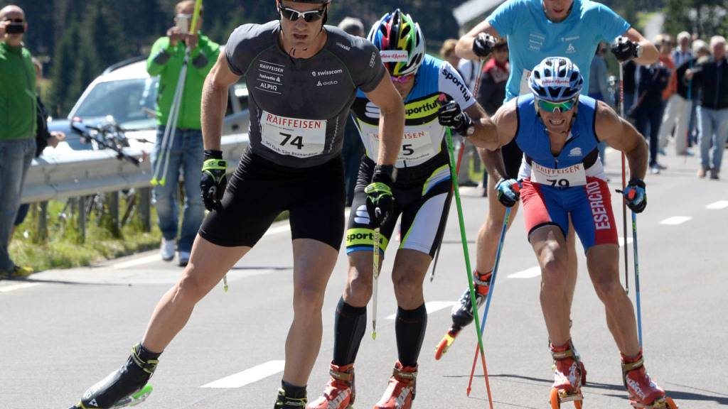 Dario Cologna stürzt beim Rollski-Training