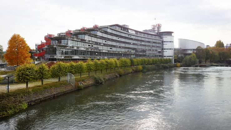 Der Europäische Gerichtshof für Menschenrechte in Strassburg  misst dem journalistischen Quellenschutz grosse Bedeutung bei.