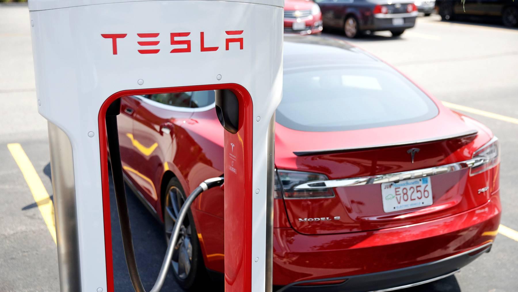 Die Aktien des Automobilherstellers Tesla gehörten 2020 zu den weltweit grössten Gewinnern an der Börse.