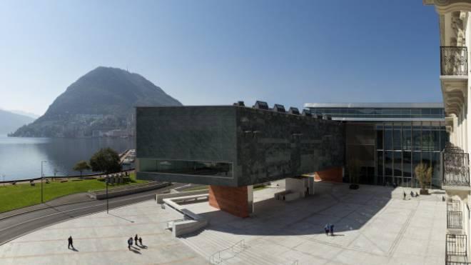 San Salvatore, Luganersee, Piazza Bernardino Luini und LAC (hier mit Blick aufs Museum) bilden eine famose Einheit: Der Konzertsaal ist grossartig. Foto: Studio Pagi