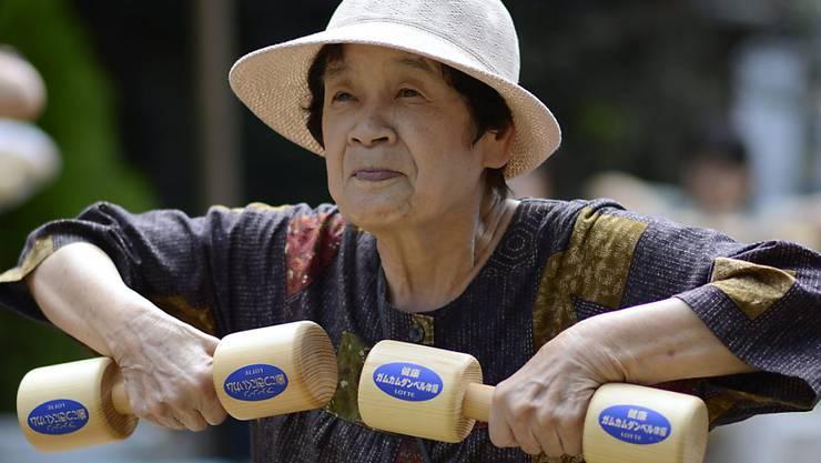 Japan macht sich während der Coronavirus-Krise vermehrt Sorgen um die Millionen von älteren Mitbürgern. (Archivbild)
