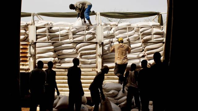 Nahrungshilfe in einem Flüchtlingslager im Südsudan (Archiv)