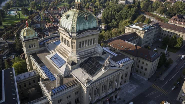 Sicht auf das Bundeshaus und den Bundesplatz aus der Vogelperspektive in Bern (Archiv)