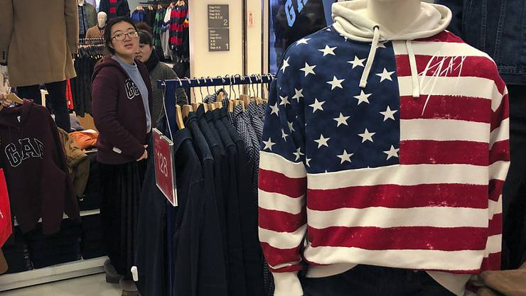 Die US-Modekette Gap will sich eine neue Struktur geben. Die Marke Old Navy solle ausgegliedert und als eigenständiges Unternehmen an die Börse gebracht werden. (Symbolbild)