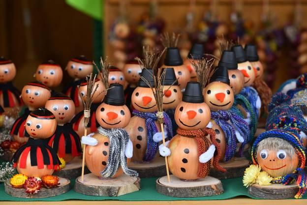 Ob Jodler, Schneemann oder modisch mit Mütze - beim Obst- und Gartenbauverein Oensingen sind Zwiebeln ganz nach Wunsch erhältlich.