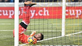 Tomas Vaclik sieht sich von Teamkollege Marek Suchy bezwungen – 0:2.