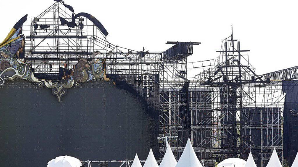 Grossbrand auf der Bühne: Festival bei Barcelona endet im Chaos