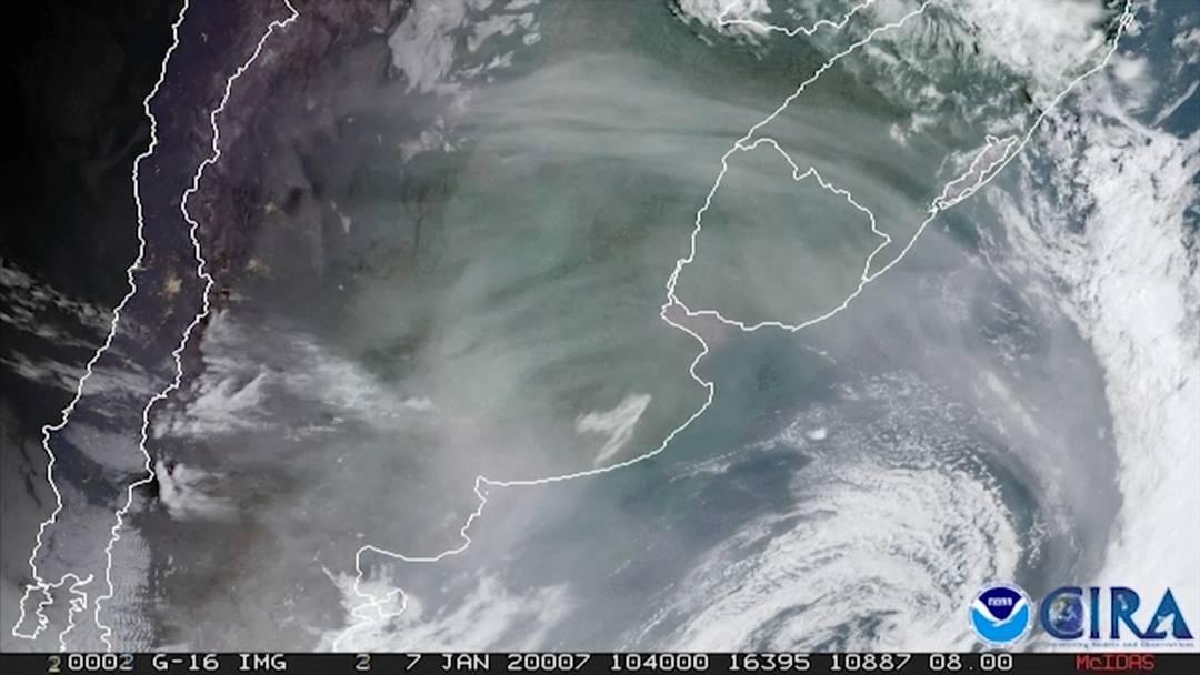 Satelliten-Bilder zeigen Rauch aus Australien über Argentinien