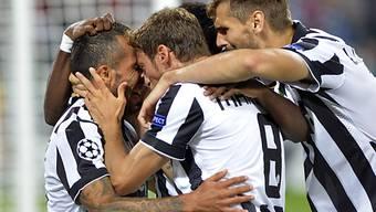 Carlos Tevez (l.): Doppeltorschütze für Juventus Turin
