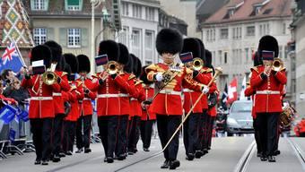 Die Coldstream Guards ihrer britannischen Majestät brauchen vielleicht bei ihrem nächsten Besuch am Basel Tattoo etwas länger am Zoll.