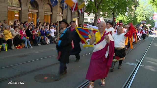 Tibeter am Sechseläuten-Umzug