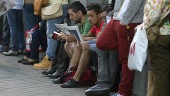 Mehr als jeder zehnte Jugendliche weltweit hat keinen Job. In Südeuropa ist die Jugendarbeitslosigkeit besonder besorgniserregend: Zwischen 35 und 53 Prozent haben keine Arbeit.