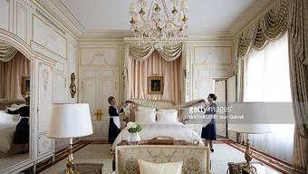 Das Luxushotel Ritz verkauft ausgediente Möbelstücke