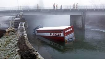 Spektakulärer Lastwagen-Unfall im Kanton Schwyz