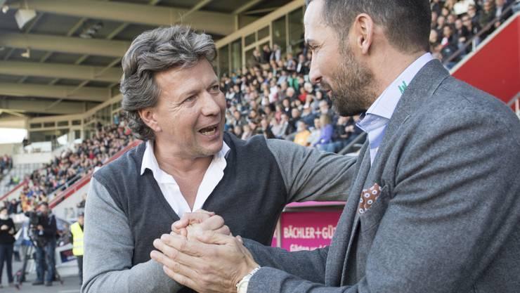 Der Vorgänger und sein Nachfolger: Herzliches Handshake zwischen Thun-Coach Jeff Saibene (li.) und seinem Nachfolger in St. Gallen, Joe Zinnbauer