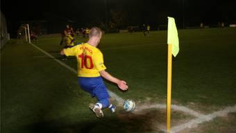 Torgefahr: Thomas Keller schlägt einen Eckball vors gegnerische Tor. zvg