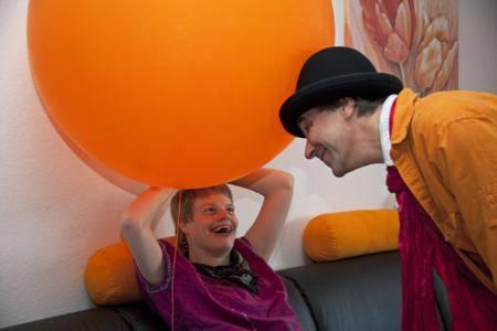 Den Kindern tut die unkomplizierte Beziehung zum Clown sehr gut