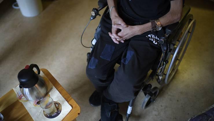Nach Ansicht der Gegner der Altersreform vertreten die Behinderten- und Seniorenverbände ihre Klientel schlecht.