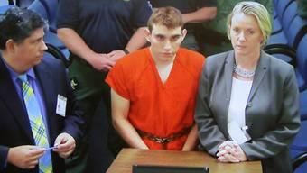"""Der 19-Jährige tötete am Mittwoch 17 Menschen an seiner ehemaligen High School in Parkland, Florida, von der im vergangenen Jahr aus """"disziplinarischen Gründen"""" verwiesen worden war."""