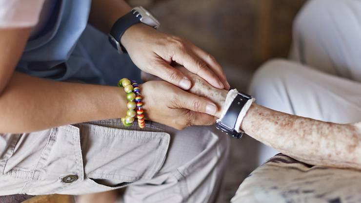 Sterbefasten ist wie die Sterbehilfe ein umstrittenes Thema. (Symbolbild)