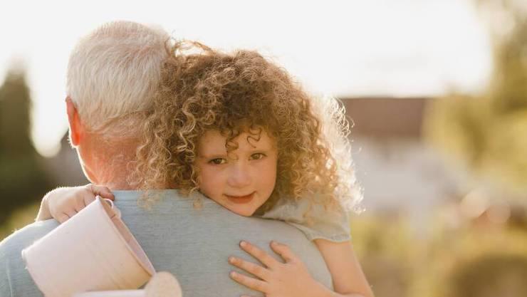 Auch in Dänemark dürfen die Grosseltern ihre Enkel wieder umarmen mit dem Segen der Regierung.